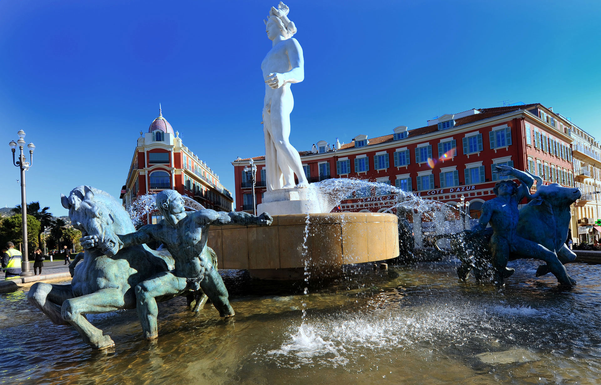 Nice, la Fontaine de la Place Masséna. Photo Gérard Perez