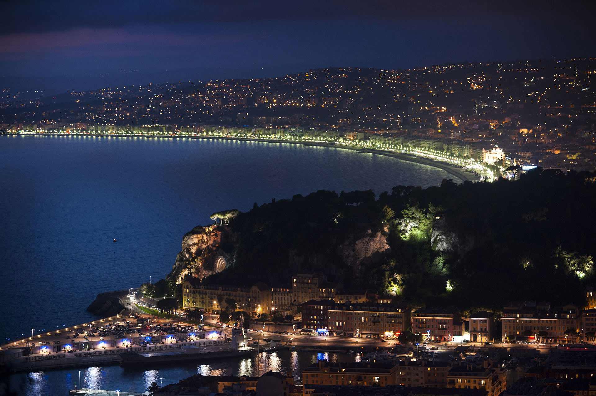 Nice Baie des Anges by night. Photo Gérard Perez