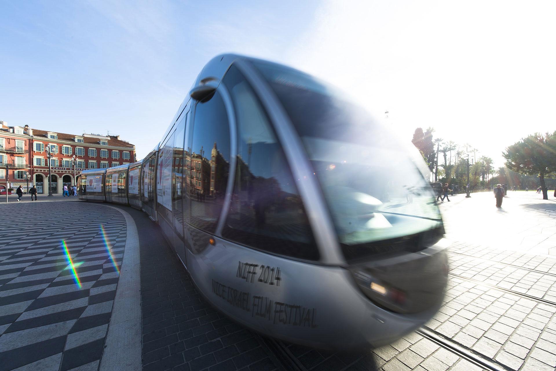 Place Masséna, Nice, le Tram - Photo Gérard Perez