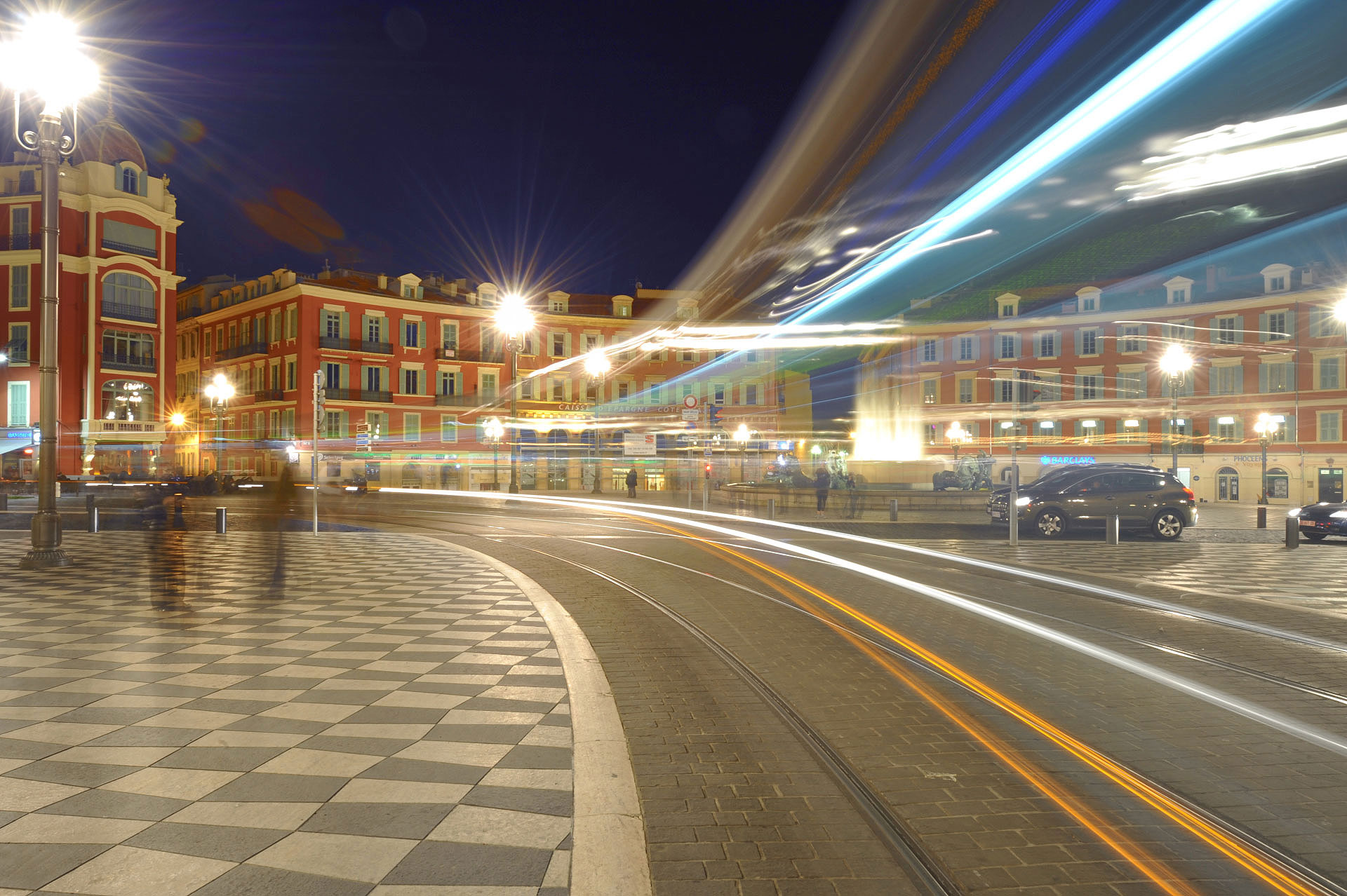 Place Masséna, Nice, Tram by night. Photo Gérard Perez