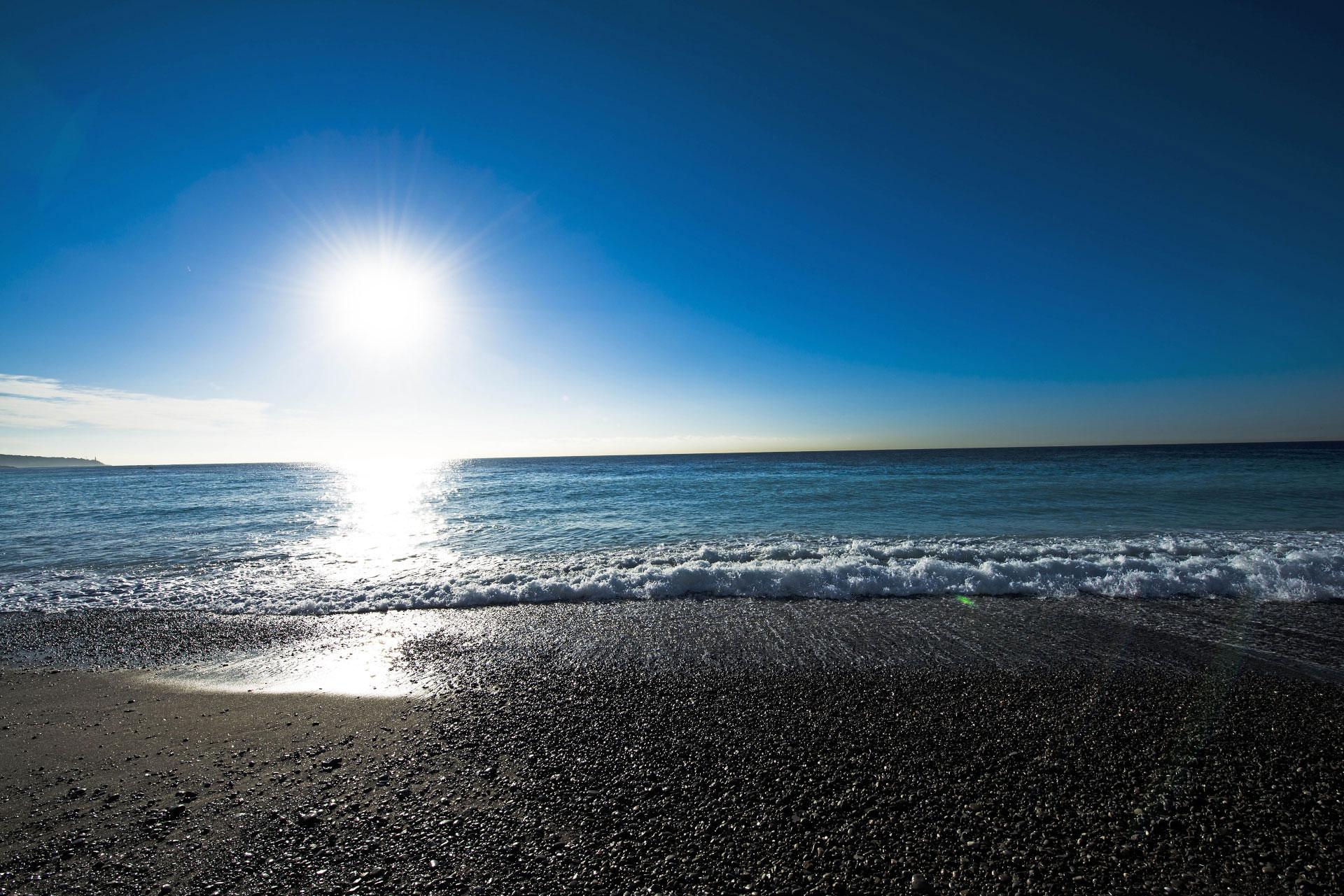 Une plage de Nice, un matin d'hiver. Photo Gérard Perez