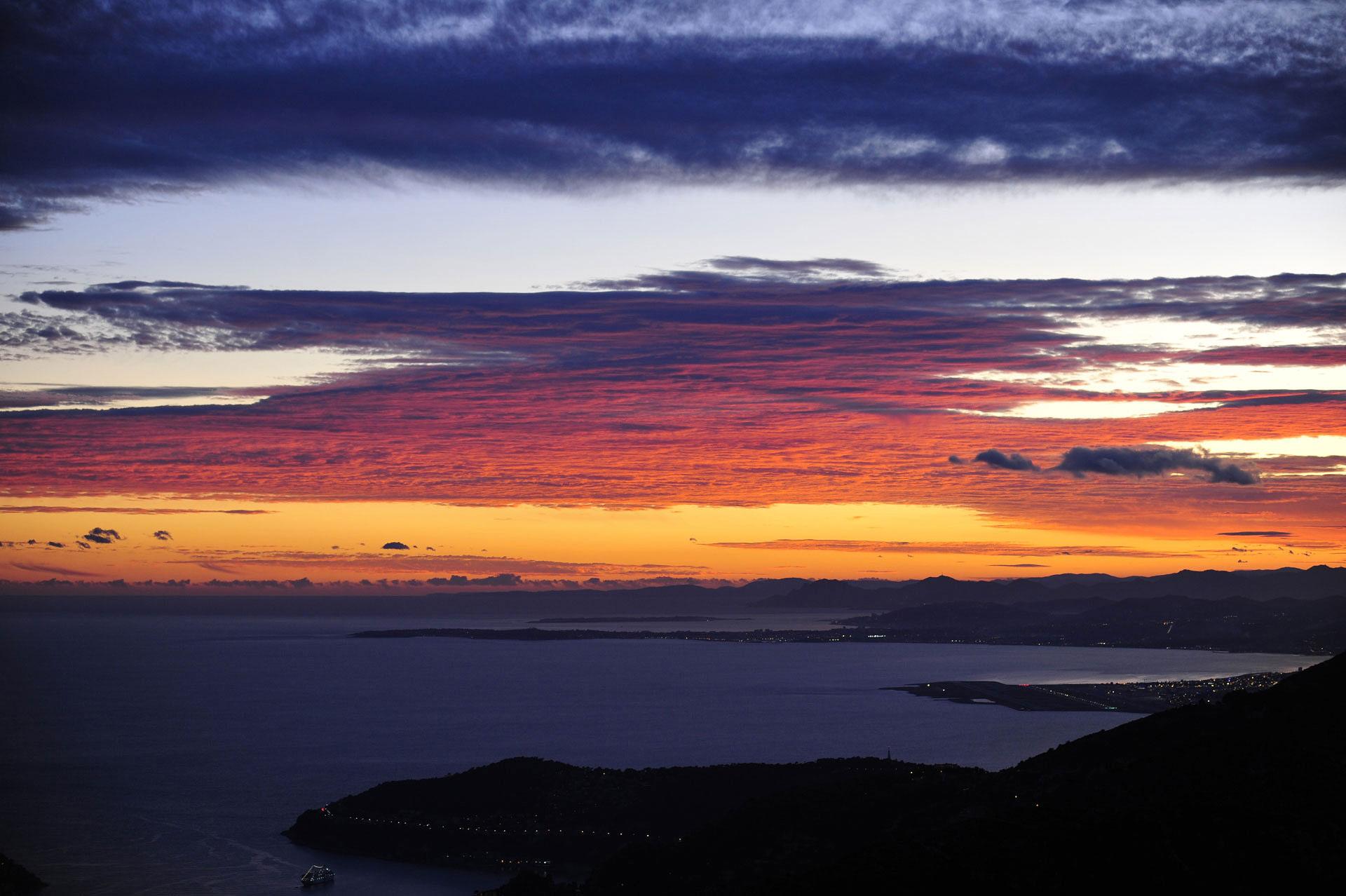 Lever de soleil au Cap Camarat, Baie des Anges, Côte d'Azur